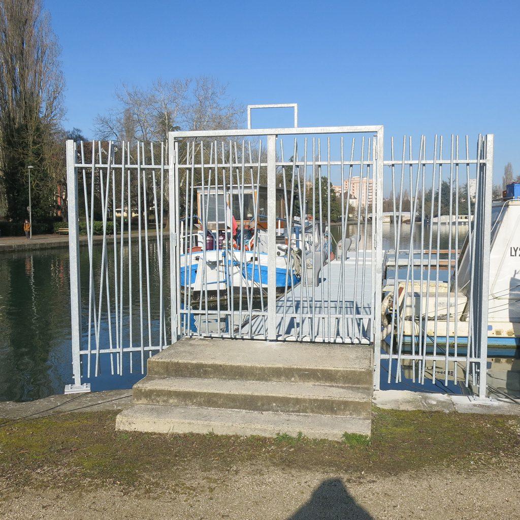 Die Gitter sind montiert