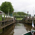 Die erste Schleuse auf der Hollandse Ijssel nach Gouda
