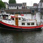 Ein schön renoviertes Schleppboot im Hafern von Gorinchem