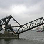 Hebebrücke im Hafen von Antwerpen, ein technischer Dinosaurier