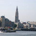 Die Skyline von Antwerpen, von der Schelde aus gesehen