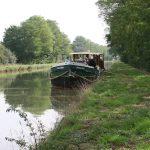 Warten vor einer Schleuse am Canal latéral à la Loire