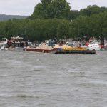 Schwerverkehr auf der Seine in Paris