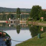 Liegeplatz im Oberwasser einer Schleuse an der Marne