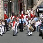 Quatorze Juillet auf dem Dorfe – alles, was Uniform trägt, marschiert