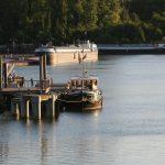 Am Liegeplatz für Hotelschiff in St-Mammès (Seine)