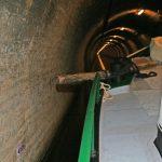 Die Distanzhölzer als Fahrhilfe im Tunnel