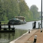 Lunch break upstream a lock (Canal latéral à la Loire)