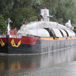 Péniche or submarine?