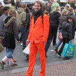 Am Königinnentag trägt man(n) orange