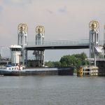 Strassenhebebrücke über die Geldersche IJssel in Kampen
