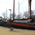 Traditionsschiffe im historischen Hafen von Gouda