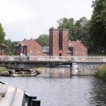 Drehbrücke und Werkgebäude im Canal du Centre historique (Belgien)