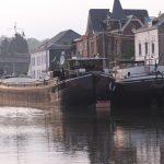 Stillgelegte Binnenschiffe in Thuin (Haute Sambre, Belgien)