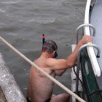 Die Bugschraube ist unklar, der Kapitän taucht