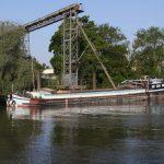 Eine Péniche (38.5 x 5.05 m) wird mit ca. 360 Tonnen Kies beladen