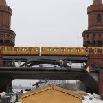 Die Oberbaumbrücke in Berlin mit der S 1 in der 1. Etage
