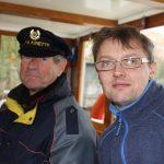 Kapitän Christian und Funker Matthias Ender auf der Fahrt durch Berlin