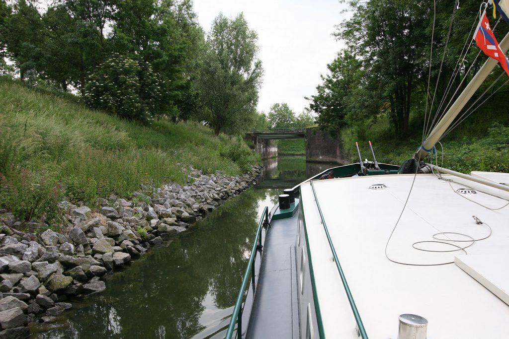 Nach dem Durchschlängeln durch Wohnboote und sogenannte Wohnarchen...