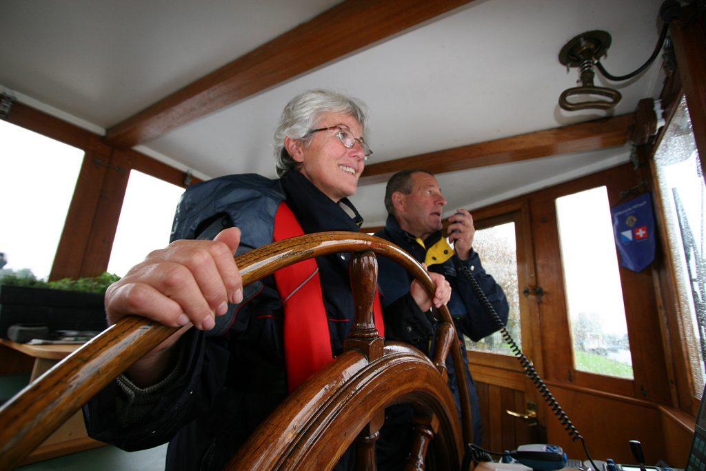 Beim Funkverkehr mit der Amsterdamer Binnenschifffahrtsbehördem