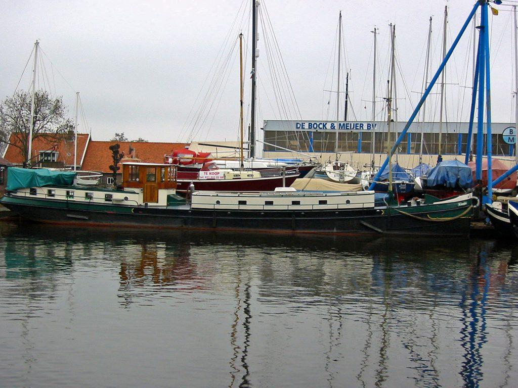 «M.S. Kinette» auf der Werft de Bock & Meijer in Leimuiden