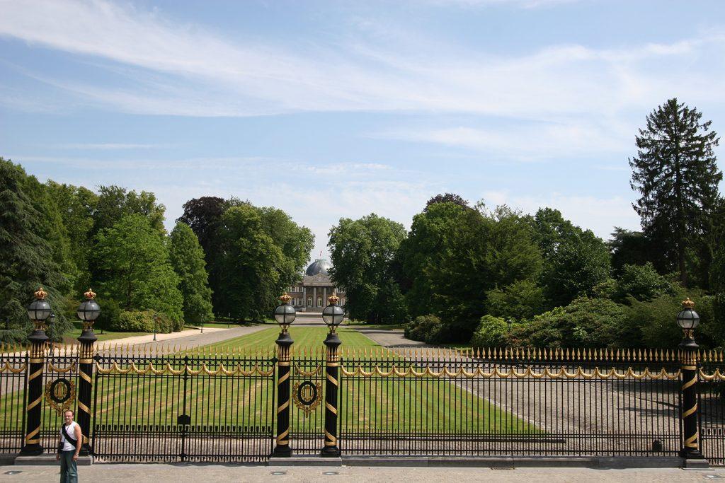Der Wohnsitz unserer Nachbarn, des belgischen Königspaars