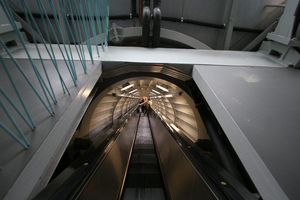 Im Innern des Atomiums: Eine Rolltreppe