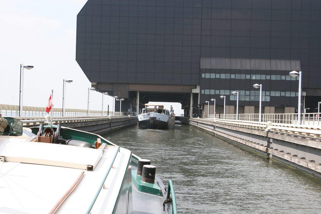 Einfahrt in den Schiffslift von Strépy-Thieu