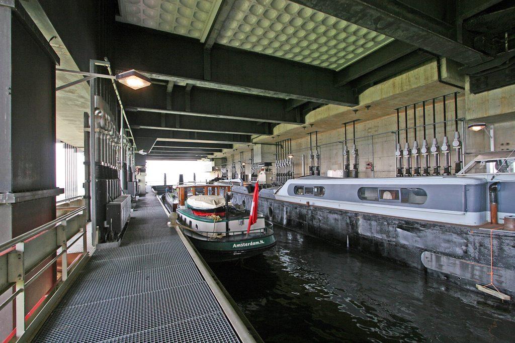 Im Schiffslift von Strépy-Thieu