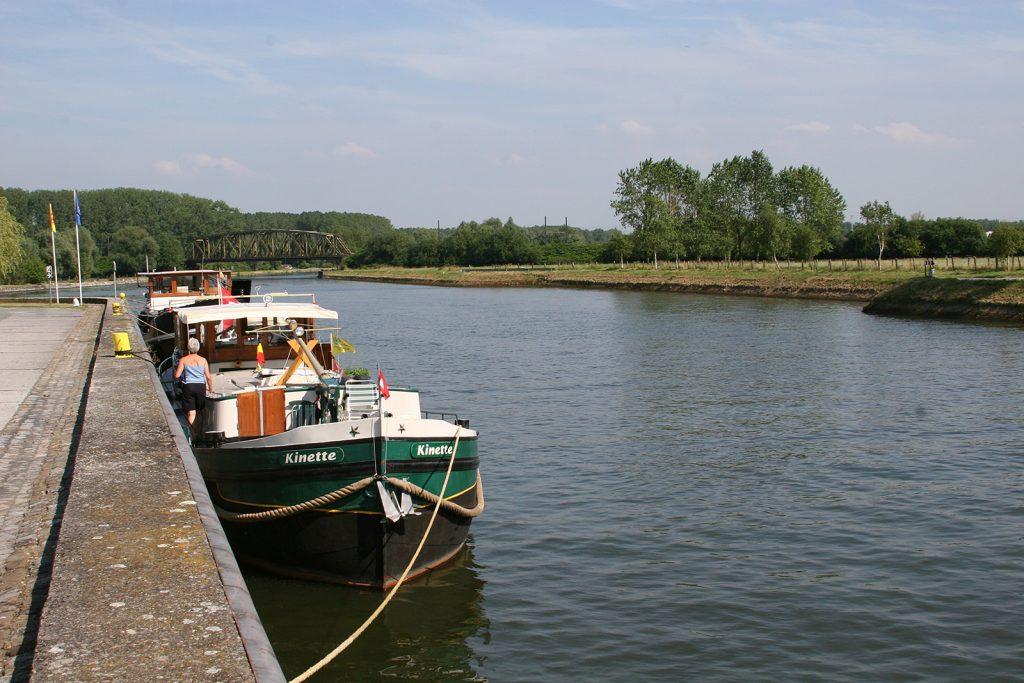 Am Quai von Péruwelz (Canal Nimy-Blaton-Péronnes)