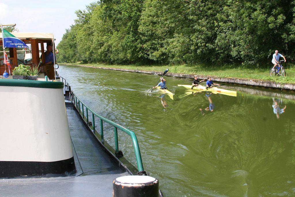 Nur Kajaks und wir auf dem Canal de Saint Quentin