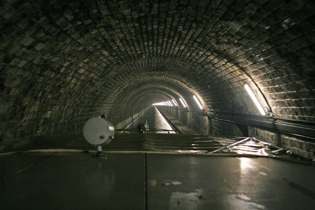 Im Tunnel Mont-de-Billy