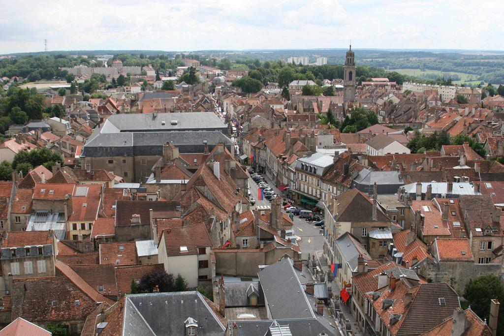 Langres vom Turm der Kathedrale aus gesehen (227 Treppenstufen!)