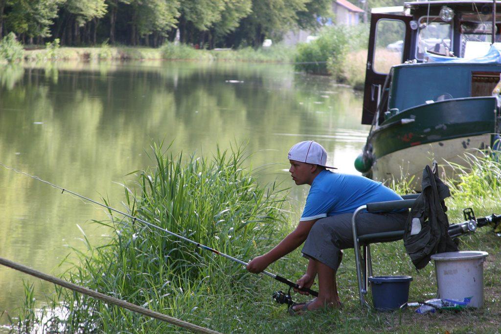 Fischen am Canal de la Marne à la Saône