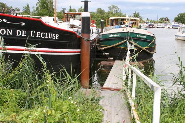 Ein Basler und ein Zürcher Schiff – einträchtig nebeneinander