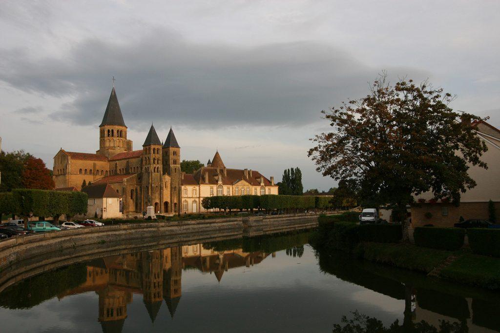 Die Herz-Jesu-Basilika von Paray-le-Monial von aussen...