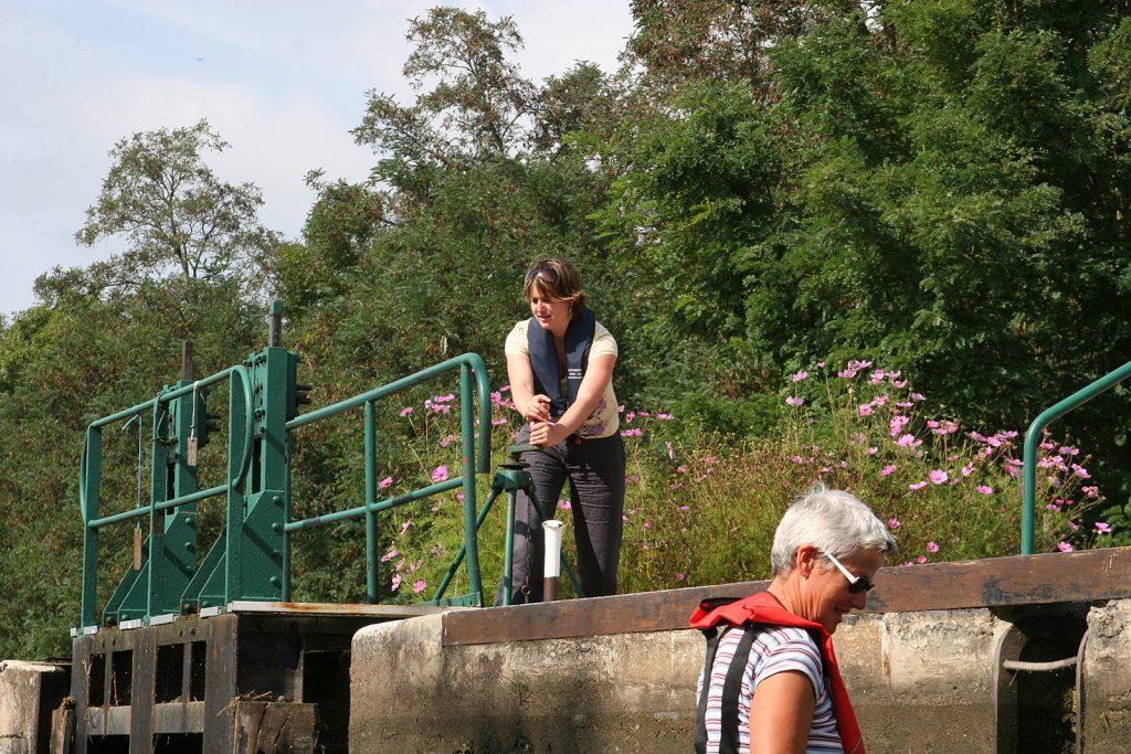 Die Schleusen am Loireseitenkanal werden noch von Hand bedient