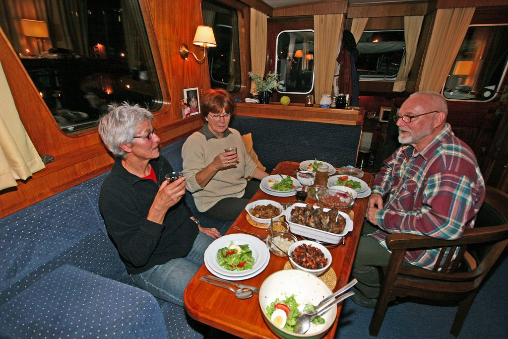 Zum Captain's Dinner bei Ton und Dikkie