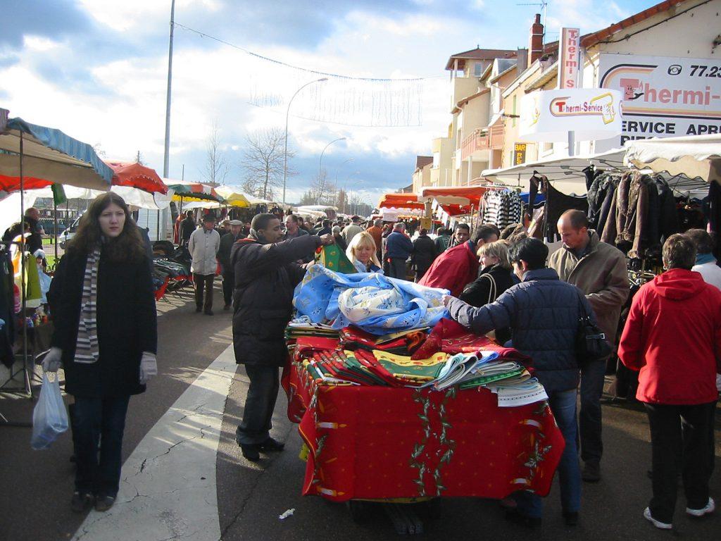 Hafenmarkt – ein Vexierbild: Wer sieht das Schiffssteuerhaus?