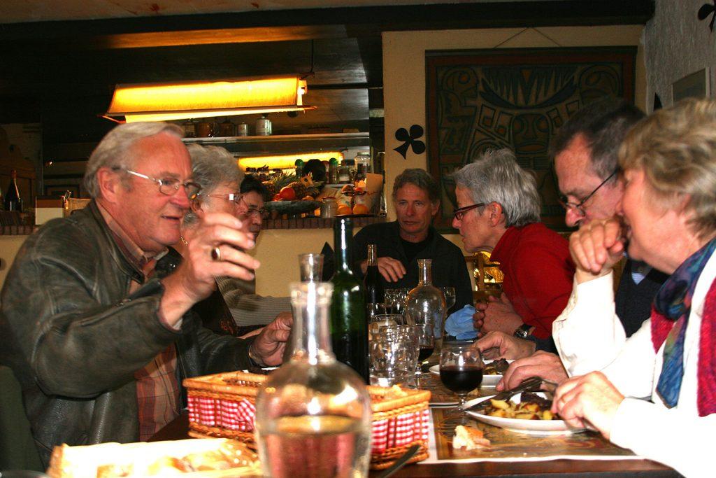 Die Schiffergemeinschaft beim gemeinsamen Mittagessen im «Bouchon Brionnais»