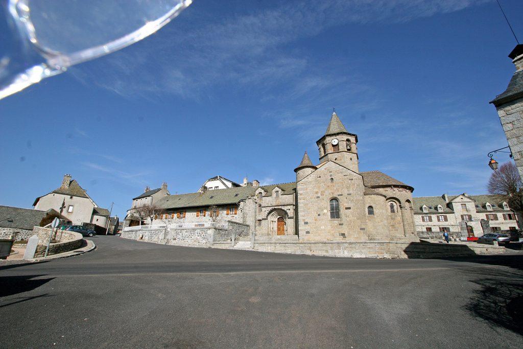 Kirche und Pilgerunterkunft Ste Marie von Nasbinal