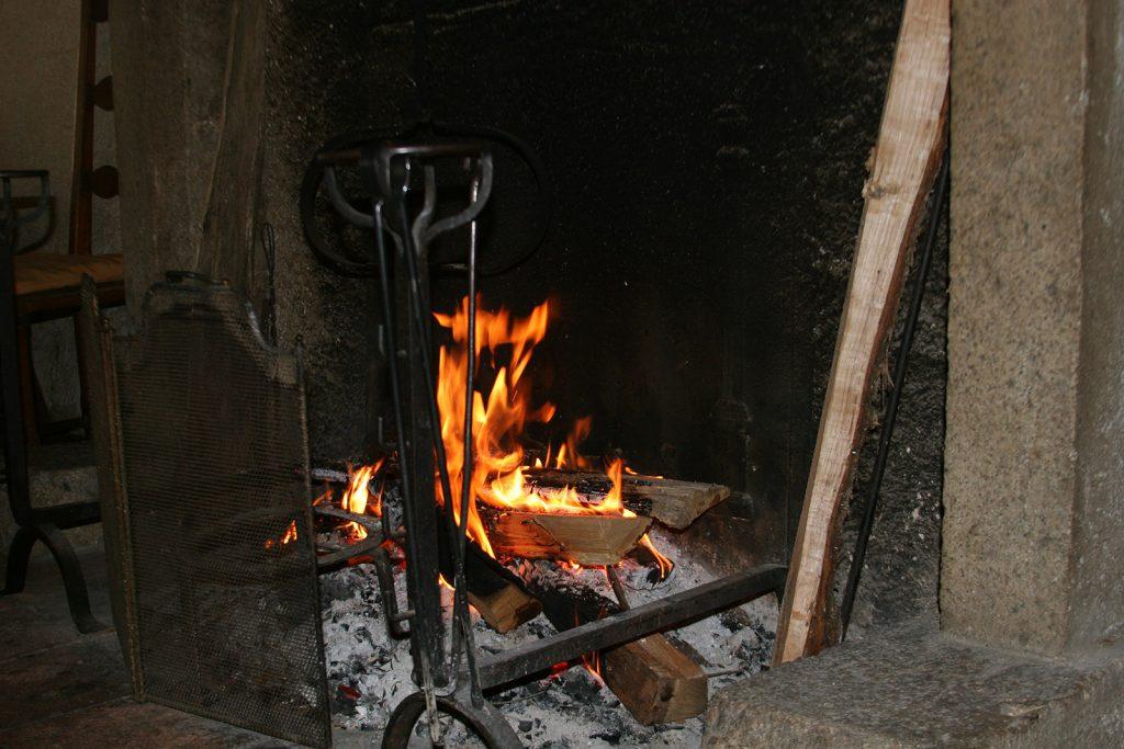 Während im Kamin das Holzfeuer knistert...