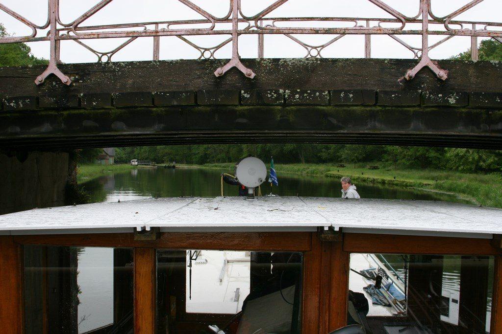 Die niedrigste Brücke in der Schleusentreppe von Sardy