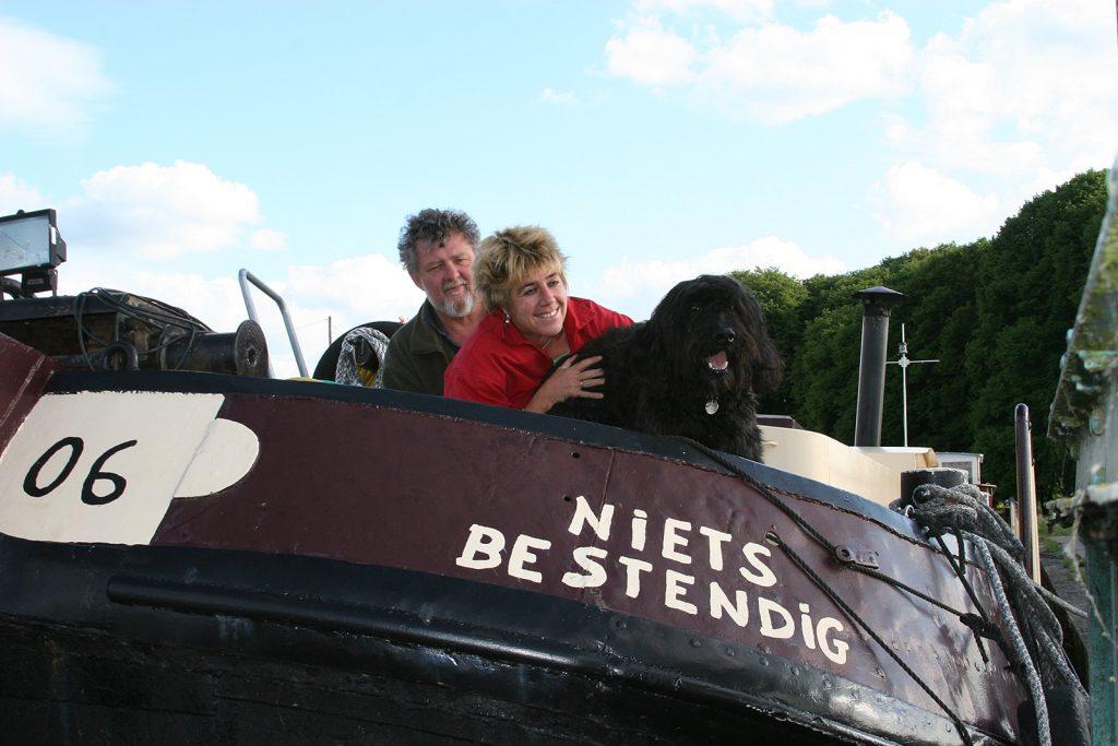 Door, Huib und ihr Hund auf der «Niets bestendig»