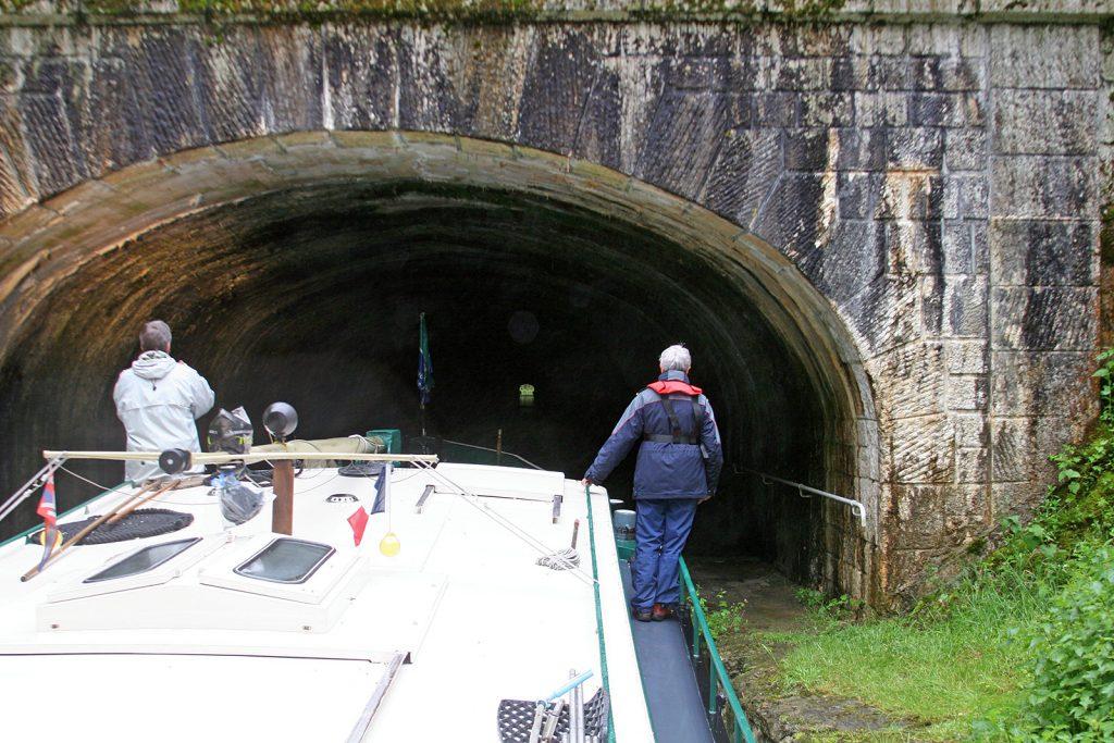Einfahrt in den Tunnel von Collancelles