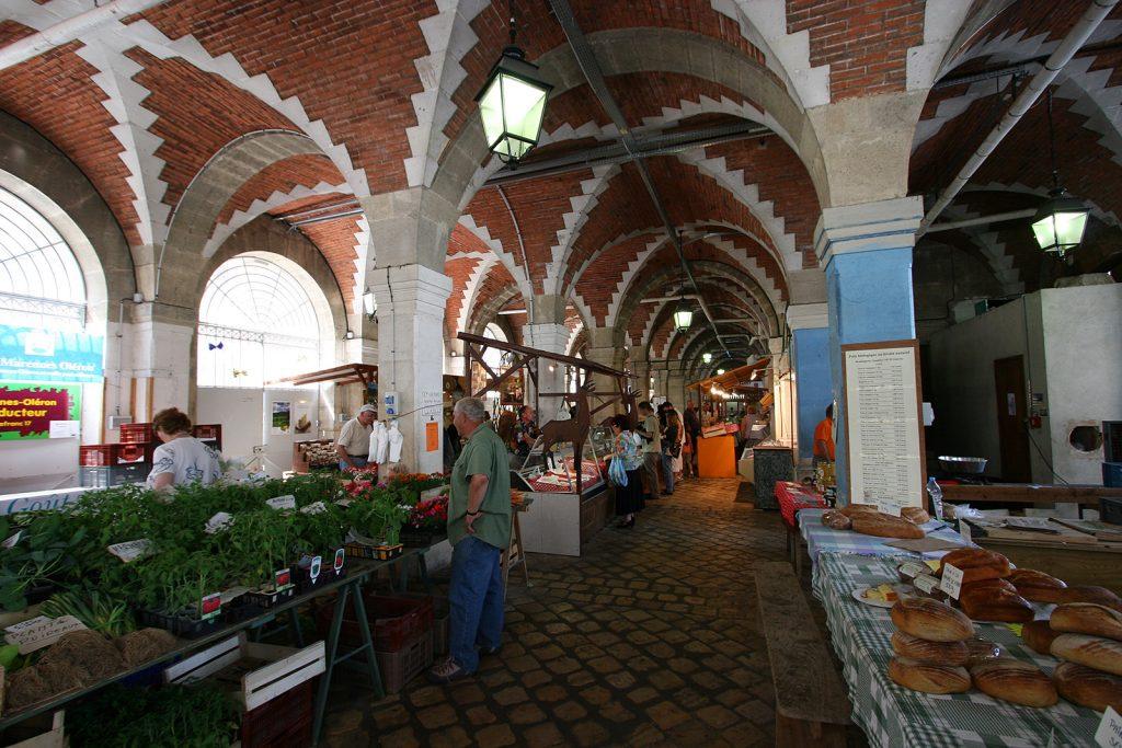 In der Markthalle von Clamecy