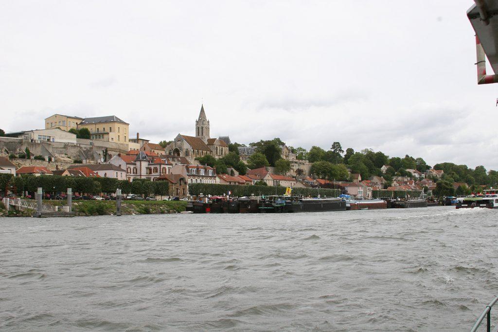 Lastkähne am Quai von Conflans-Sainte-Honorine