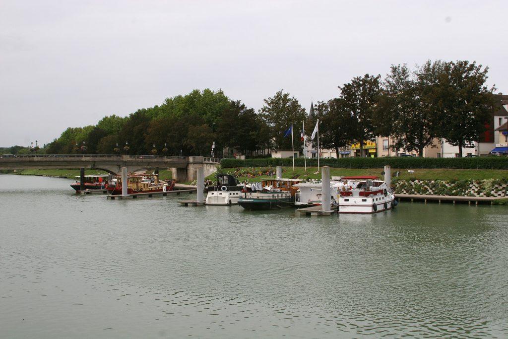 Liegeplatz quer zur Strömung in Meaux