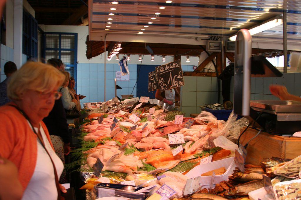 Fischstand am Markt in Meaux