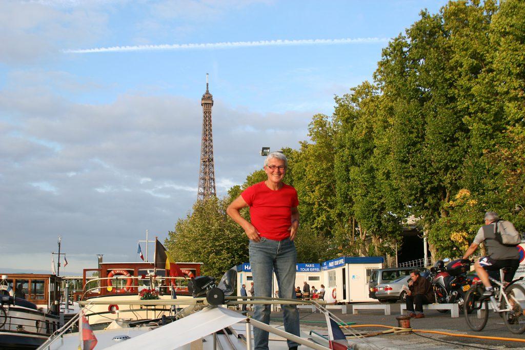 Liegeplatz am Fuss des Eiffelturms